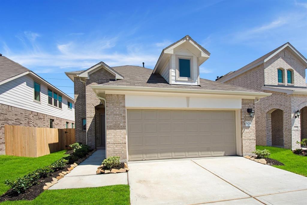 5018 Azalea Trace Drive Property Photo - Houston, TX real estate listing