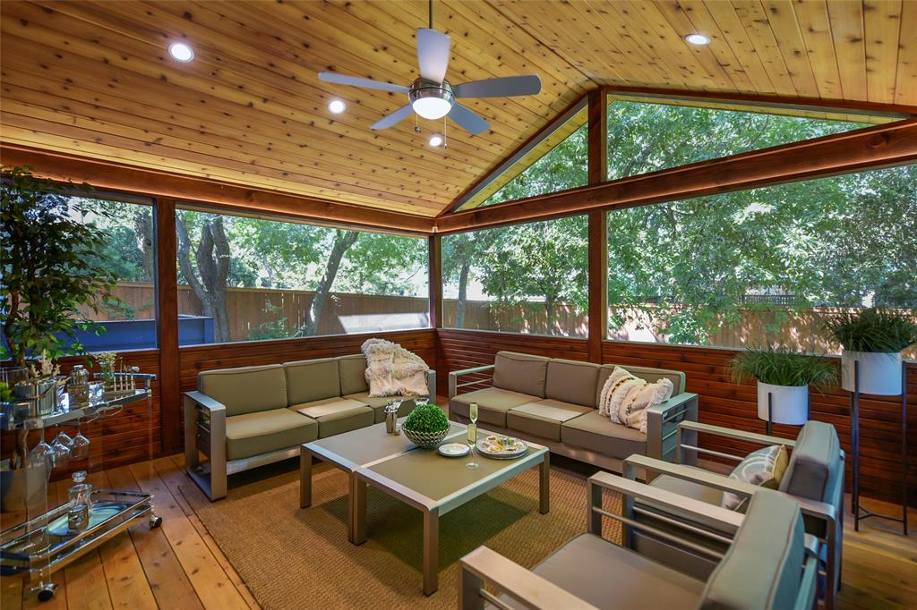 2208 Delcrest Dr Drive Property Photo - Austin, TX real estate listing