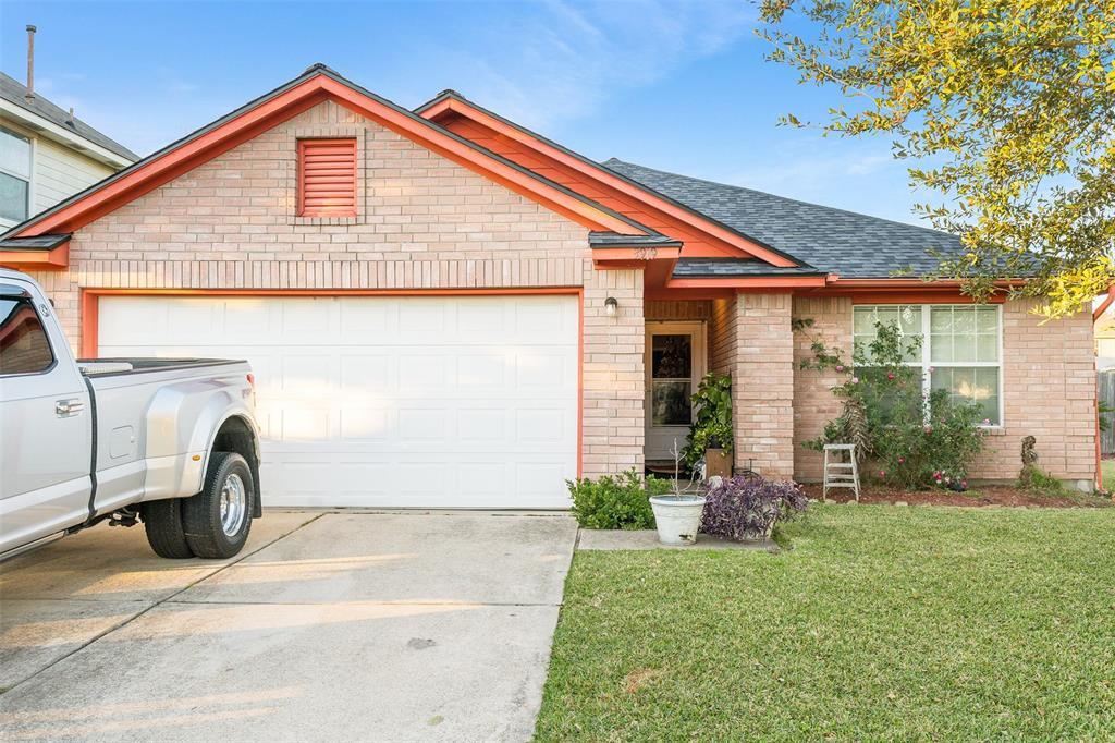 3919 Water Canyon Road Property Photo - Baytown, TX real estate listing