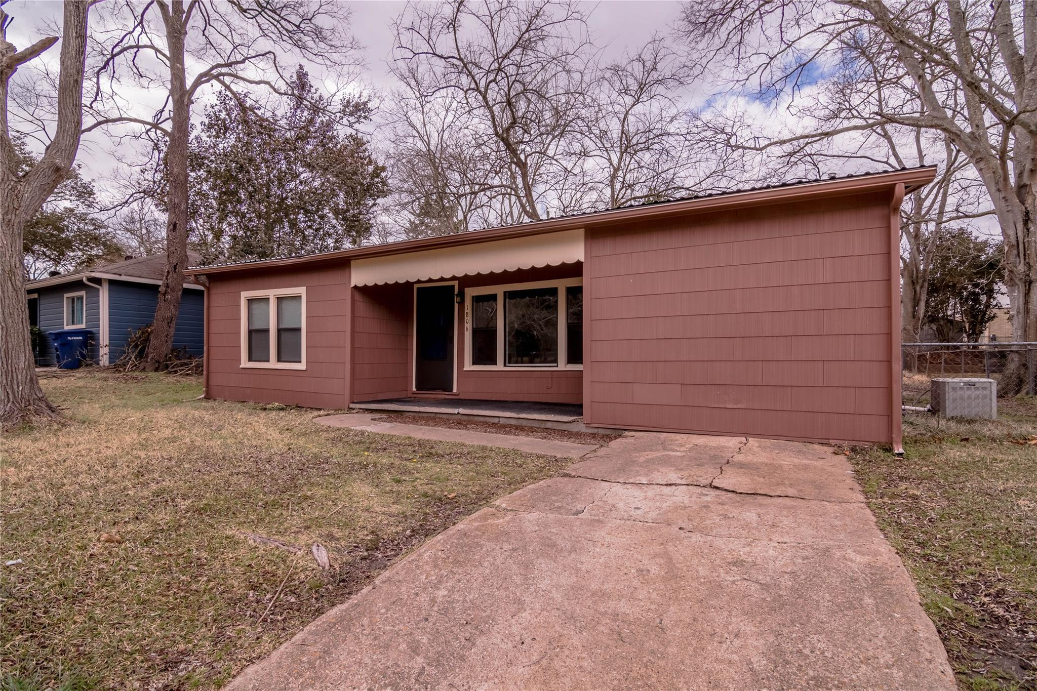 1806 Avenue P 1/2 Property Photo - Huntsville, TX real estate listing