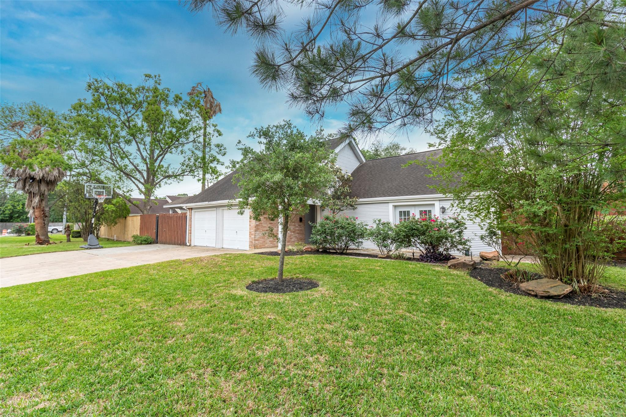 15605 Elwood Drive Property Photo - Jersey Village, TX real estate listing