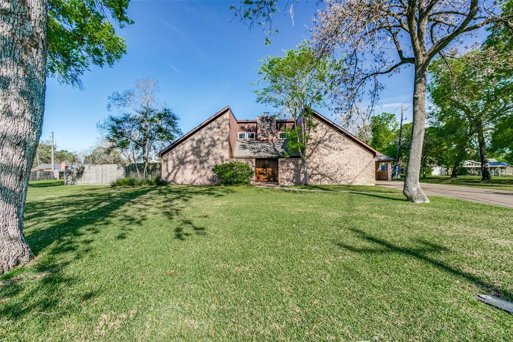 131 Red Bud Lane, Baytown, TX 77520 - Baytown, TX real estate listing