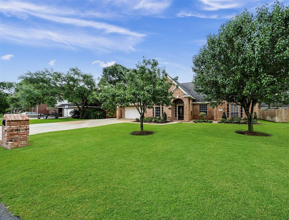 3808 Oak Ridge Drive Property Photo - Baytown, TX real estate listing