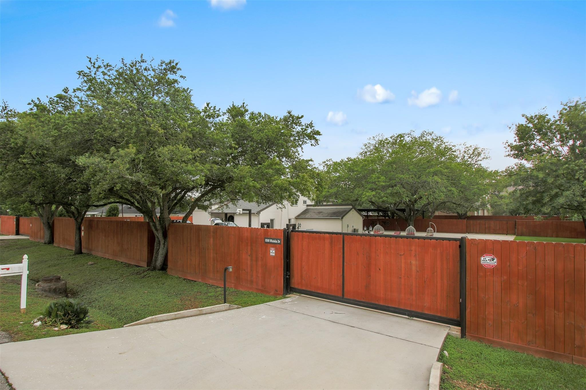 8500 Wateka Drive Property Photo