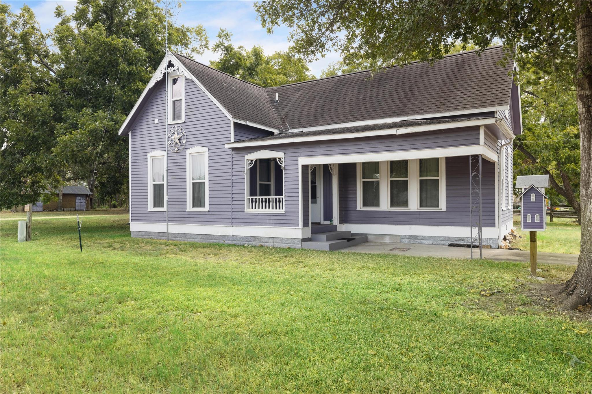 105 Luther Lane Property Photo - Carmine, TX real estate listing