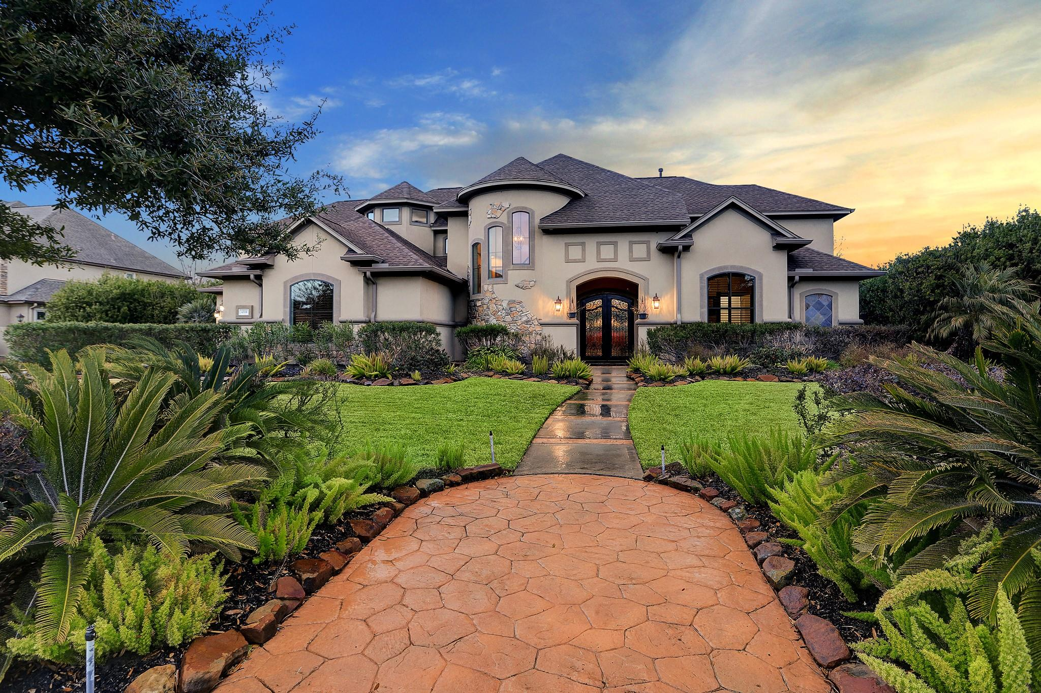 6310 S Royal Point Drive Property Photo - Kingwood, TX real estate listing