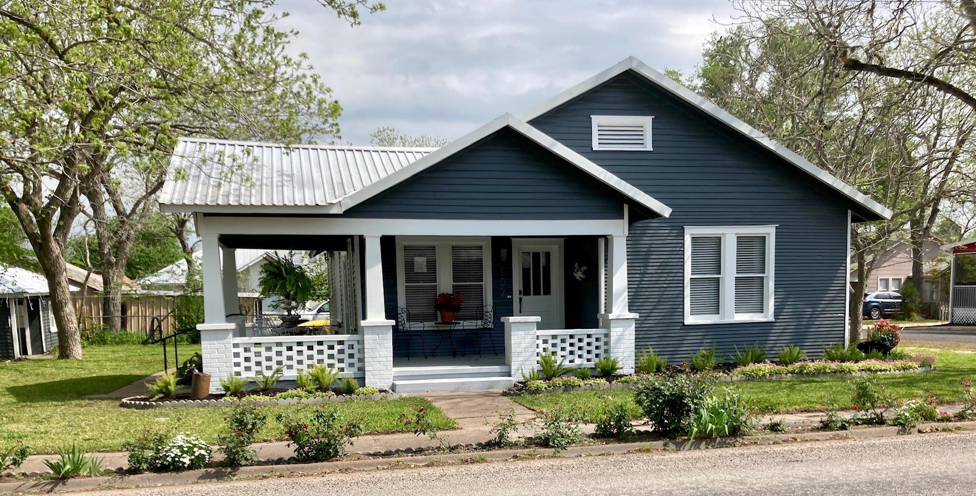 102 E Main Property Photo - Fayetteville, TX real estate listing