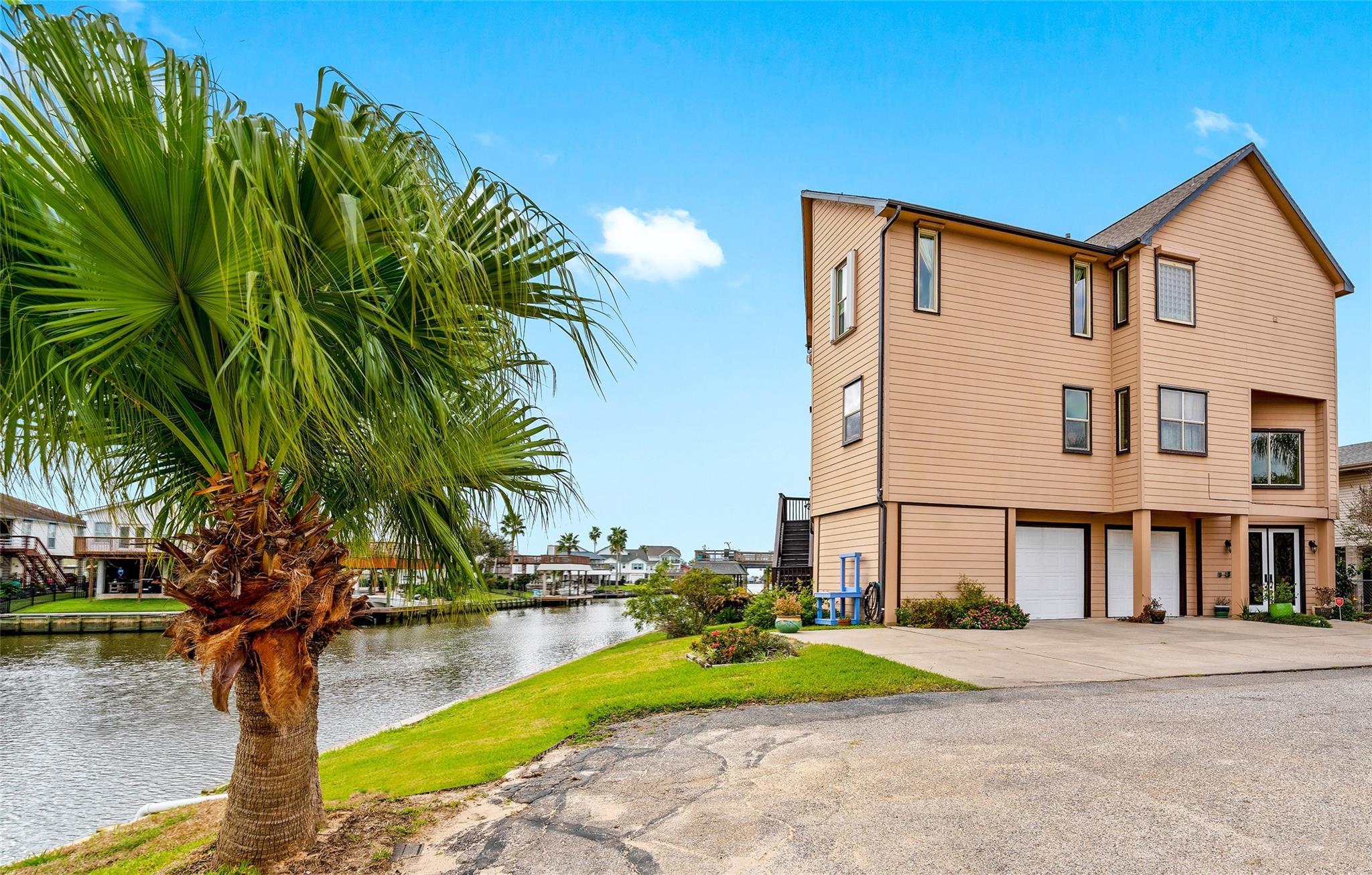 11 N Skimmer Street Property Photo - La Marque, TX real estate listing