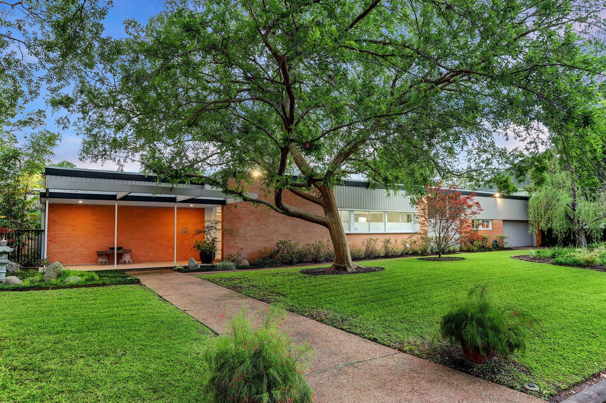 2523 Maroneal Street Property Photo - Houston, TX real estate listing