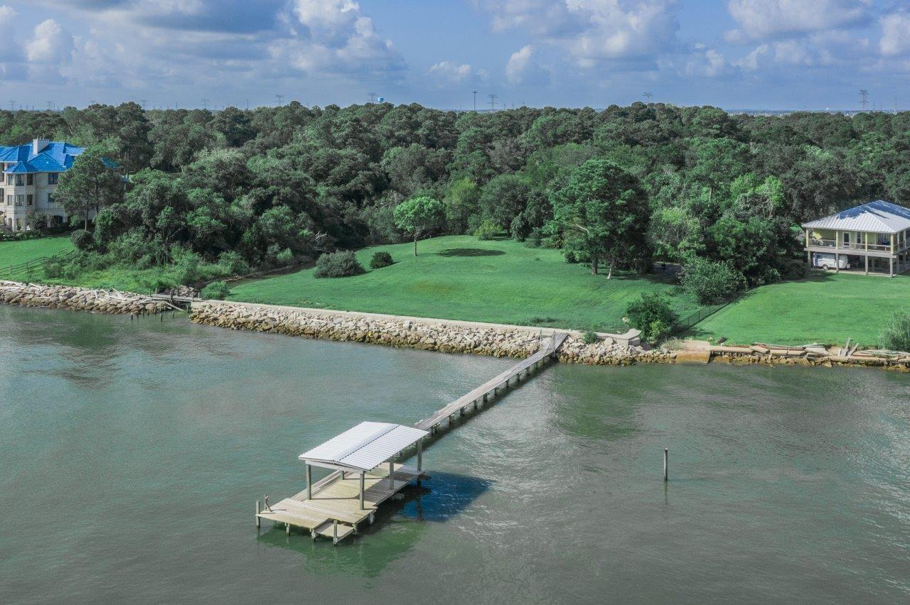 103 + 118 S Bay Avenue S Property Photo - Kemah, TX real estate listing