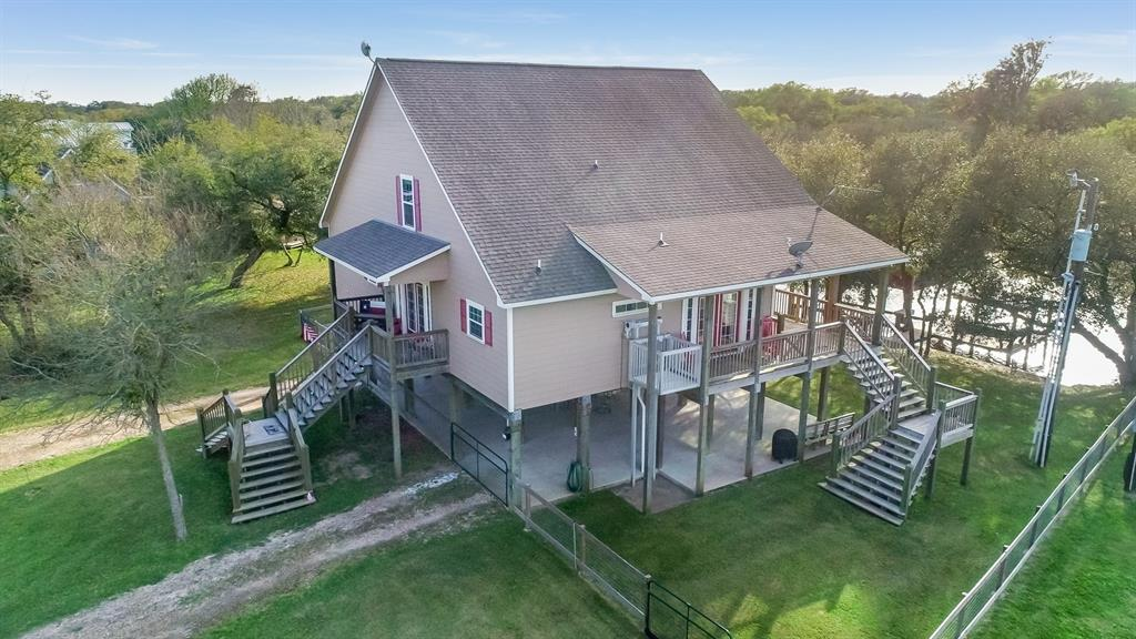 579 County Road 296 Property Photo - Sargent, TX real estate listing