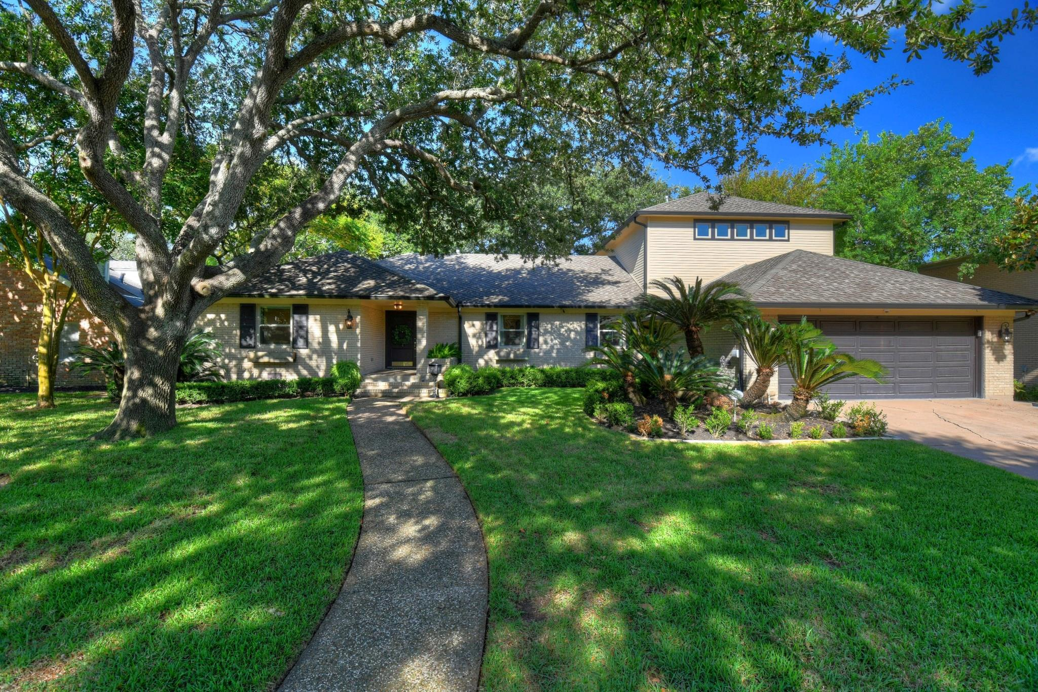 1021 Harbor View Drive Property Photo - Galveston, TX real estate listing