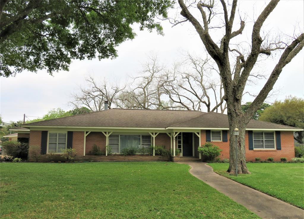 412 Avenue B, El Campo, TX 77437 - El Campo, TX real estate listing