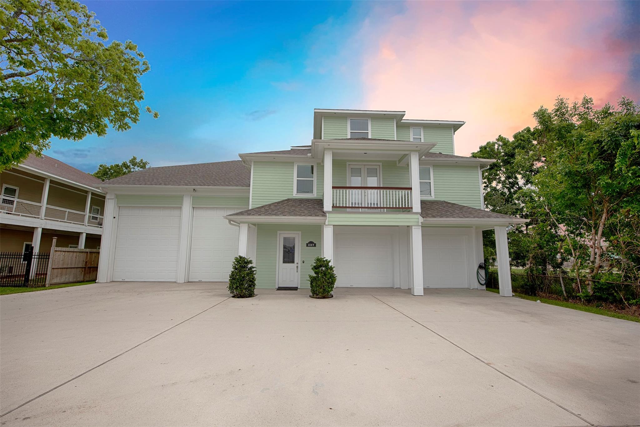207 W 6th Street Property Photo - Kemah, TX real estate listing