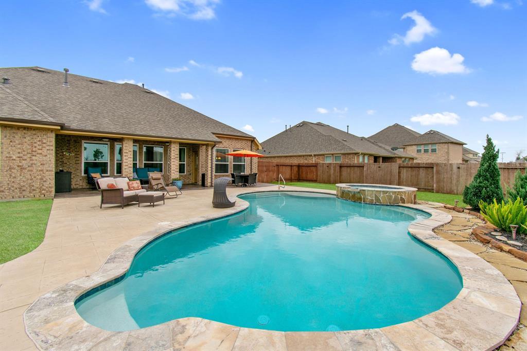 4015 Broadmoor Drive, Mont Belvieu, TX 77523 - Mont Belvieu, TX real estate listing