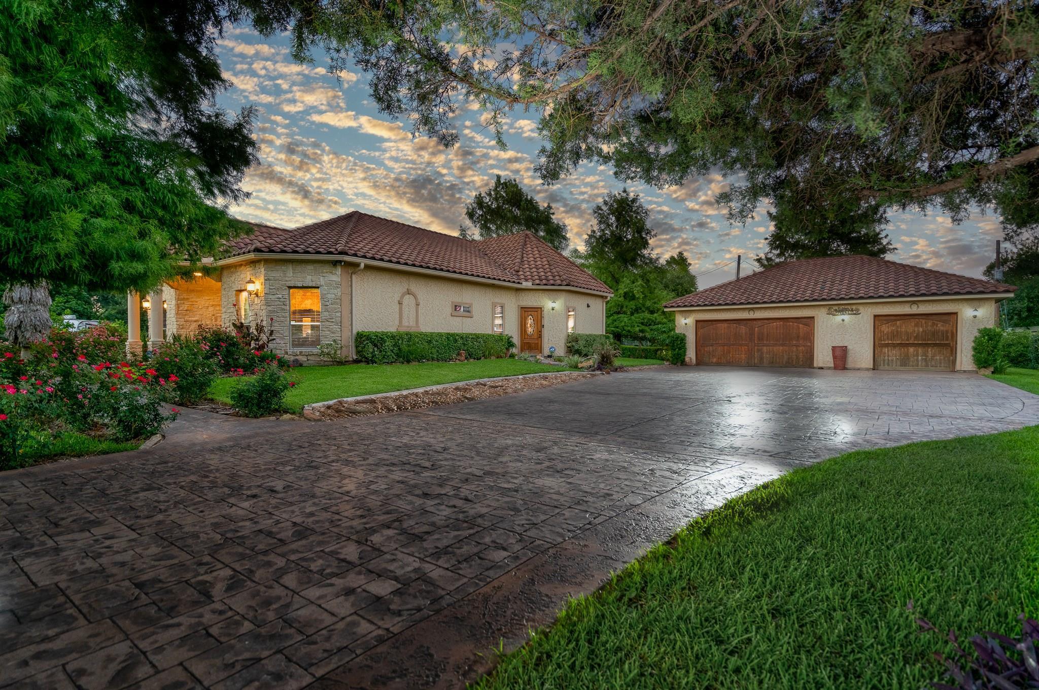 13710 Ann Louise Road Property Photo - Houston, TX real estate listing