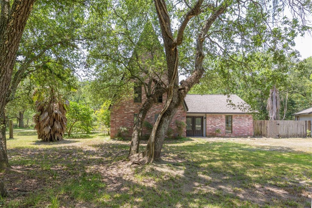 20702 Live Oak Drive Property Photo - Damon, TX real estate listing