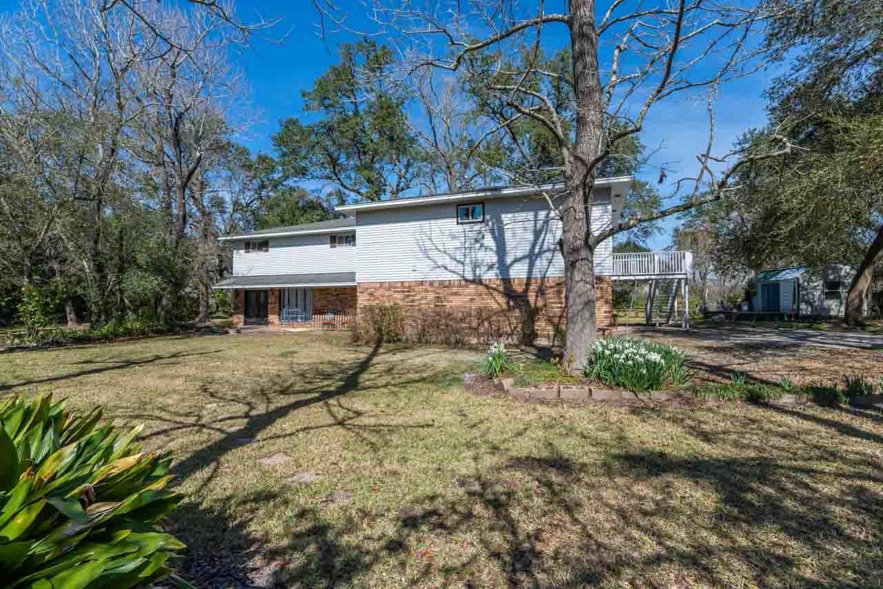 1340 Shadowdale Street Property Photo - Bridge City, TX real estate listing