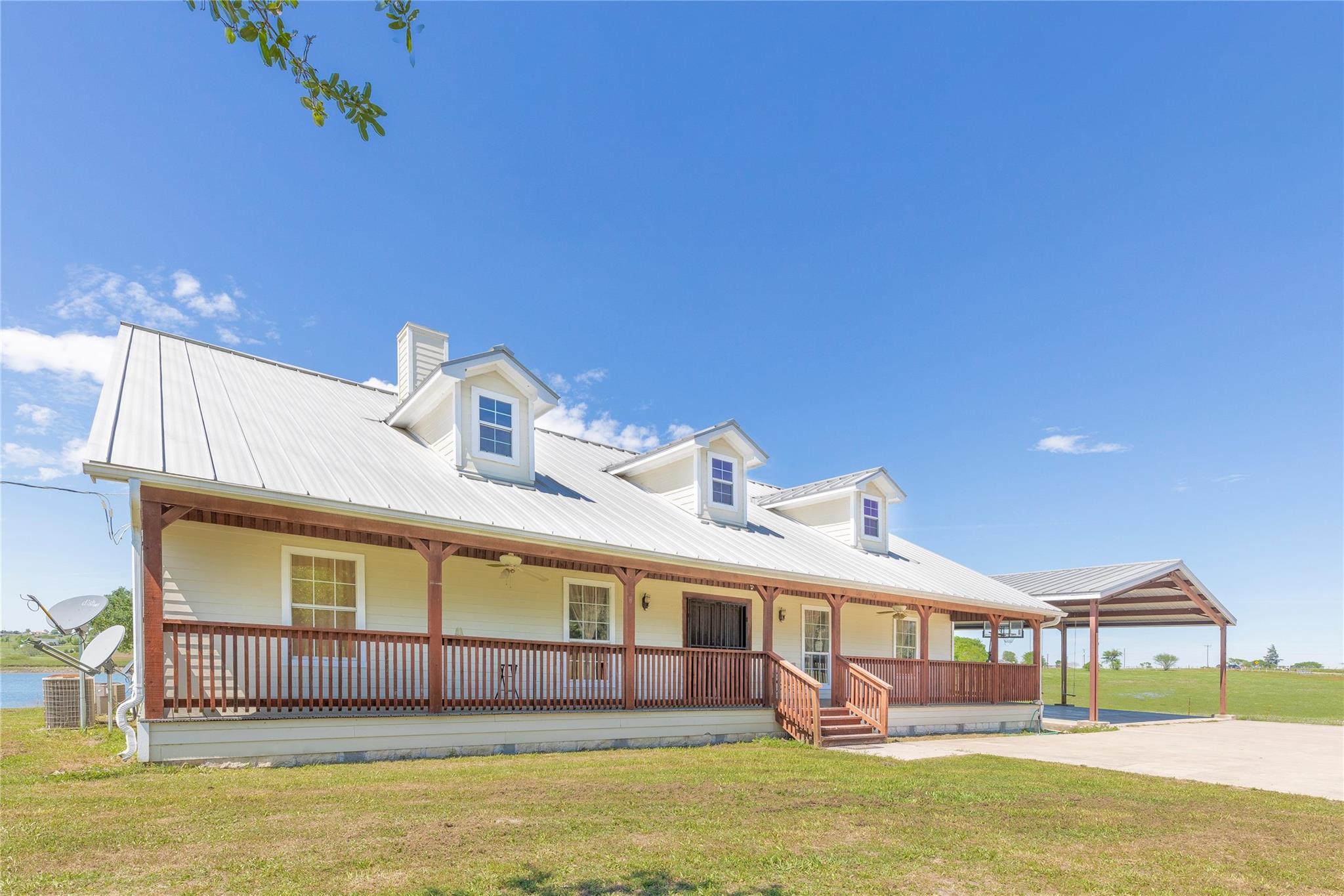 7750 S Texas 77 Property Photo