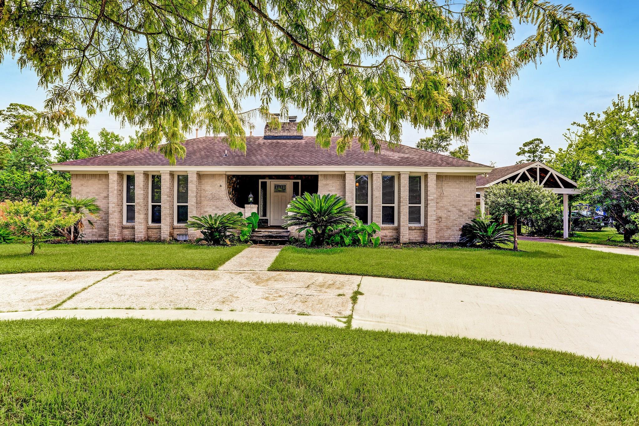 629 Oakdale Street Property Photo - Shoreacres, TX real estate listing