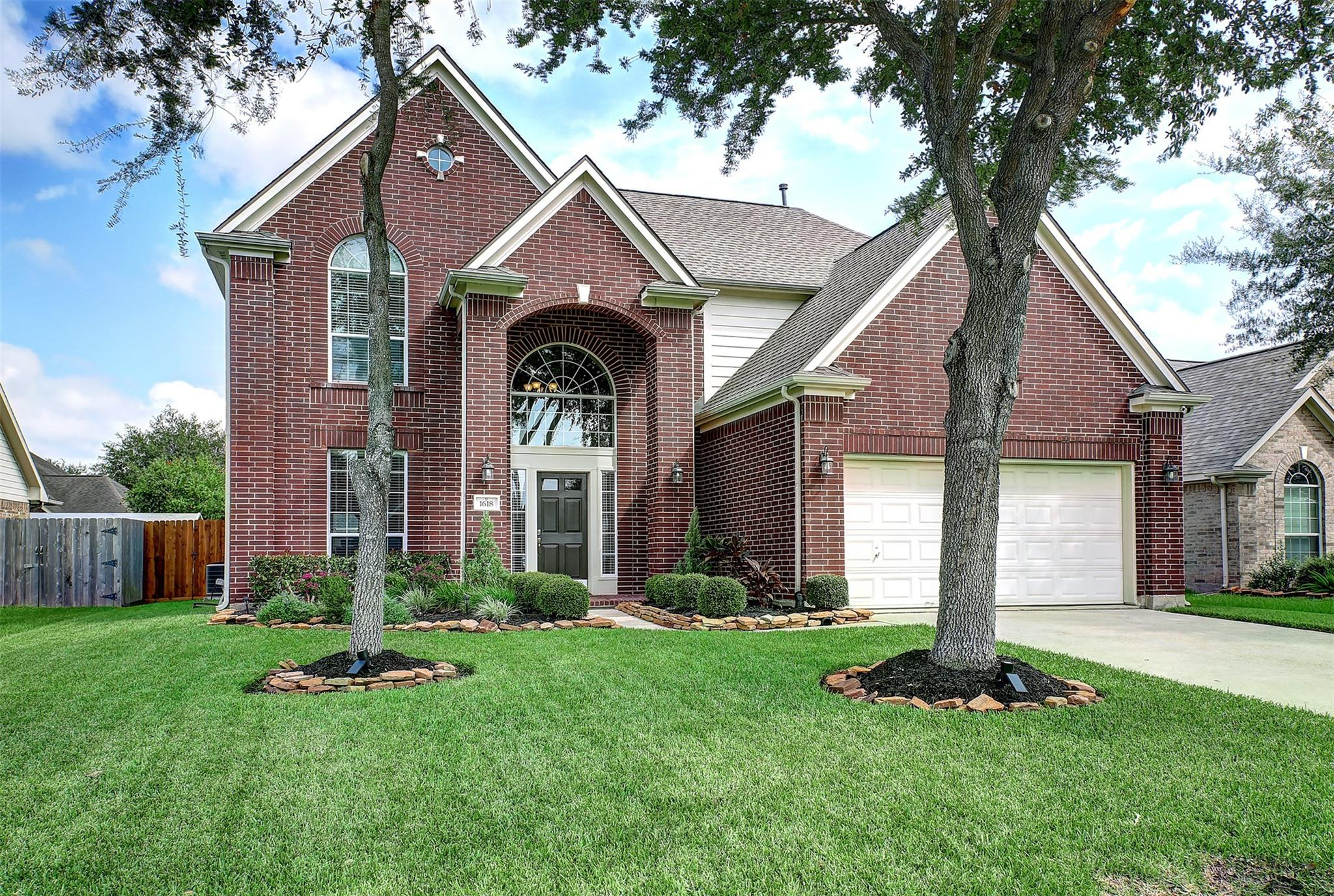 1618 N Yellowstone Drive Property Photo - Deer Park, TX real estate listing