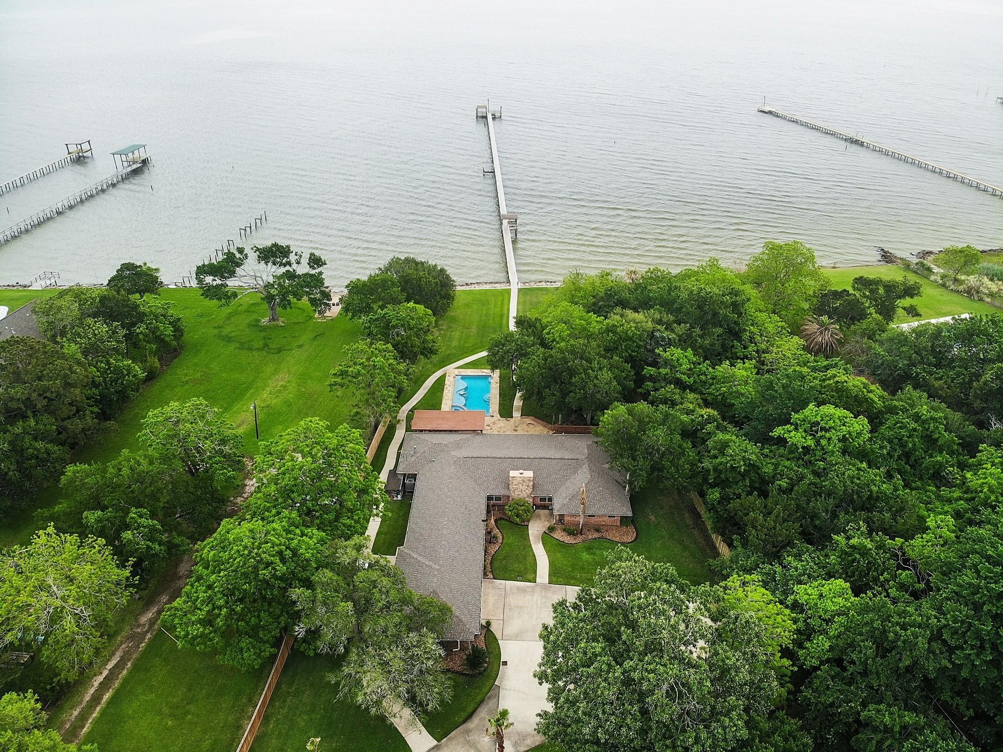 1021 Kipp Avenue Property Photo - Kemah, TX real estate listing