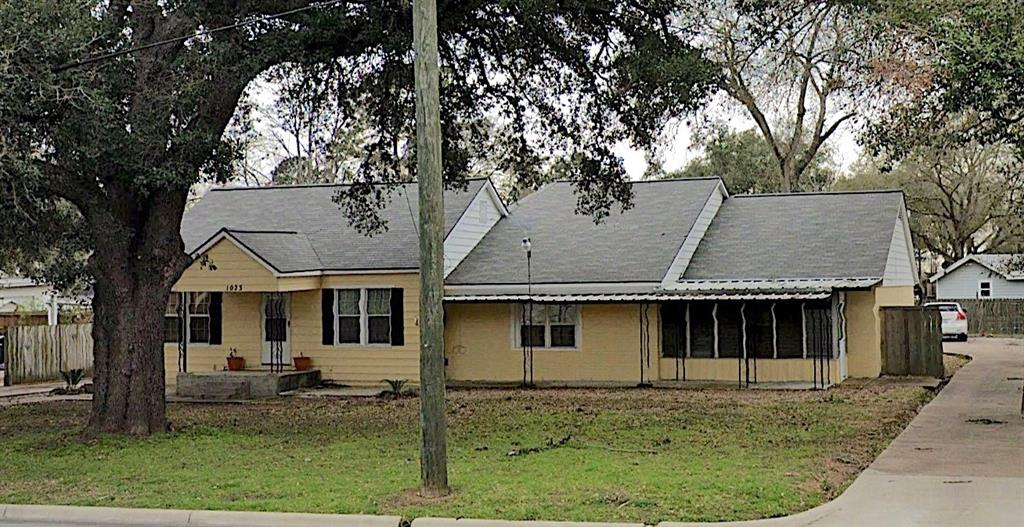 1023 N Meyer Street Property Photo - Sealy, TX real estate listing