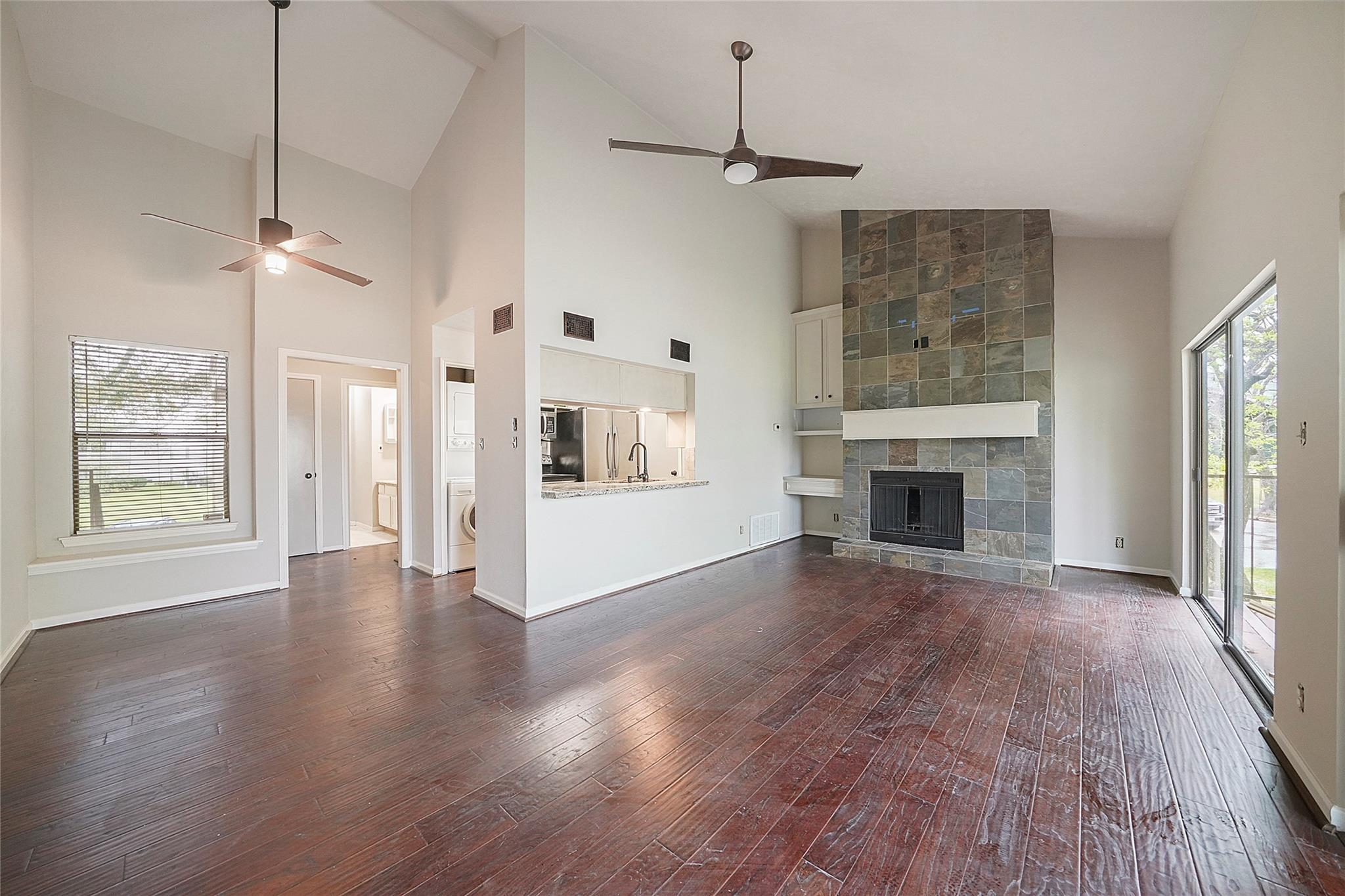 201 Lakeview Terrace #e Property Photo