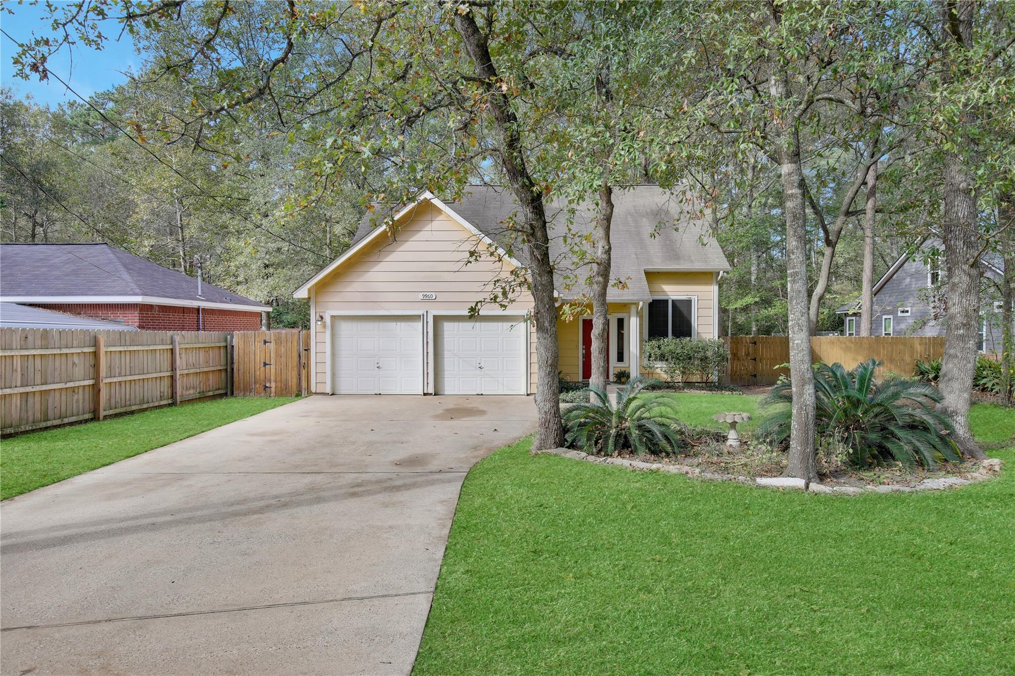 9960 Pine Point Drive Property Photo - Montgomery, TX real estate listing