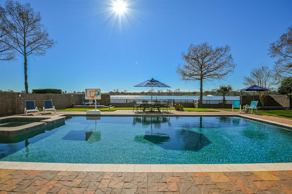 18711 Point Lookout Drive Property Photo - Nassau Bay, TX real estate listing