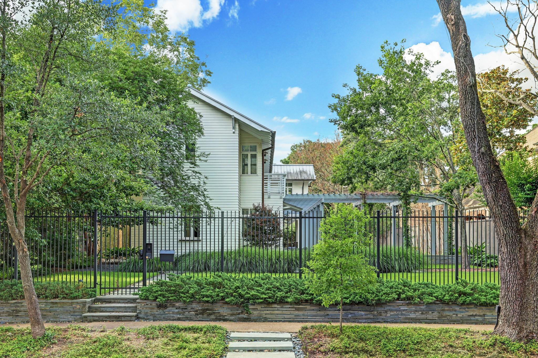 1818 South Boulevard Property Photo 1