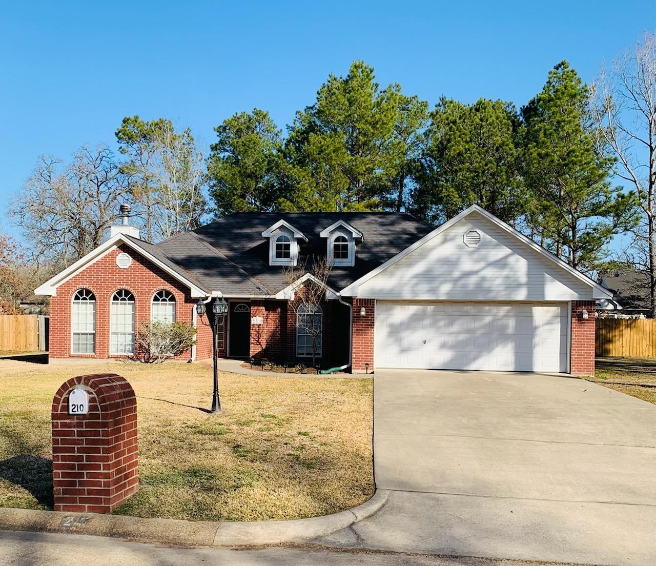 210 Hunters Glen Drive Property Photo - Lufkin, TX real estate listing