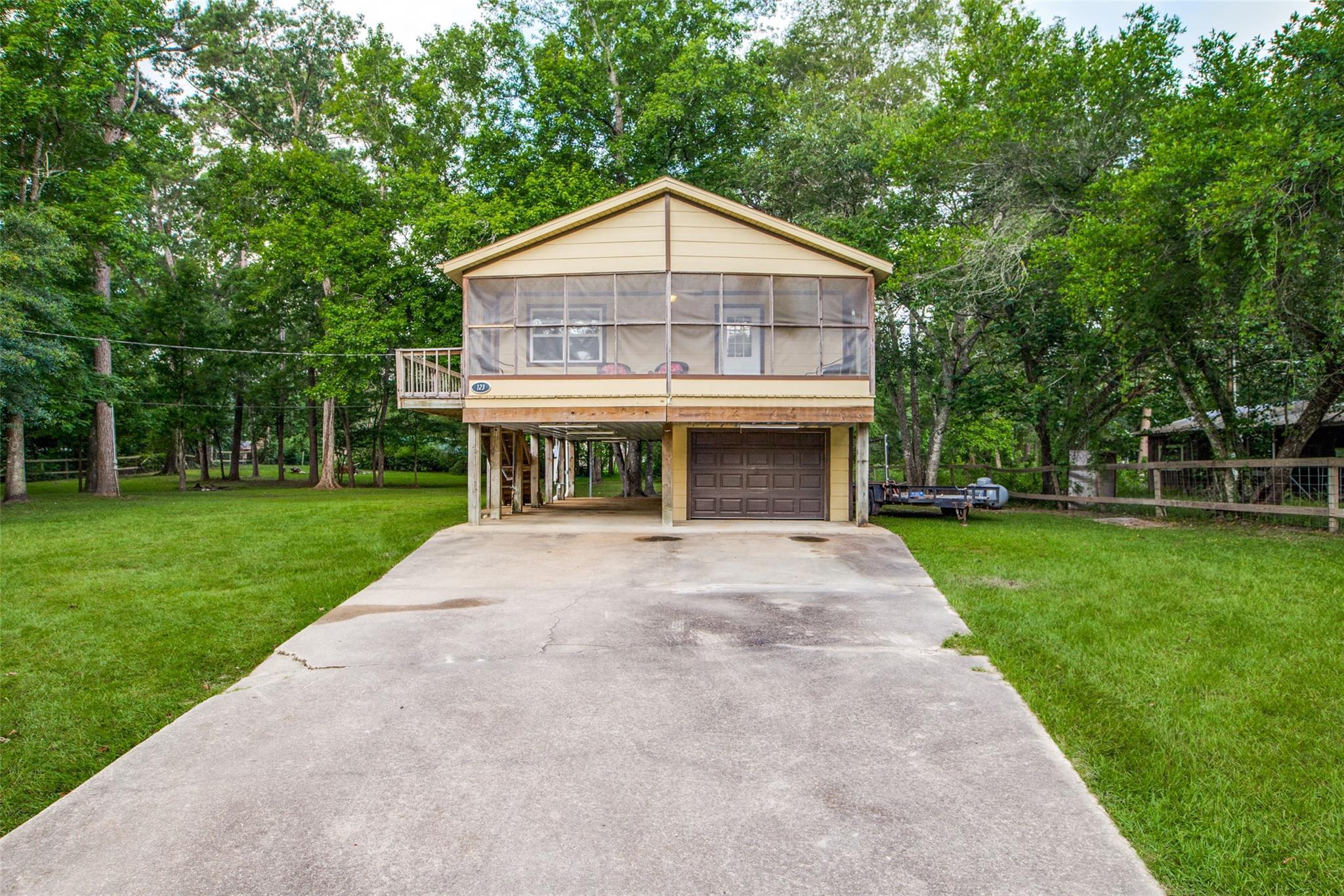 123 White Oak Drive N Property Photo