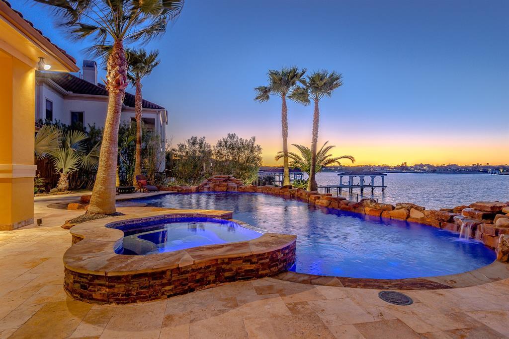 2929 N Island Drive Property Photo - Seabrook, TX real estate listing