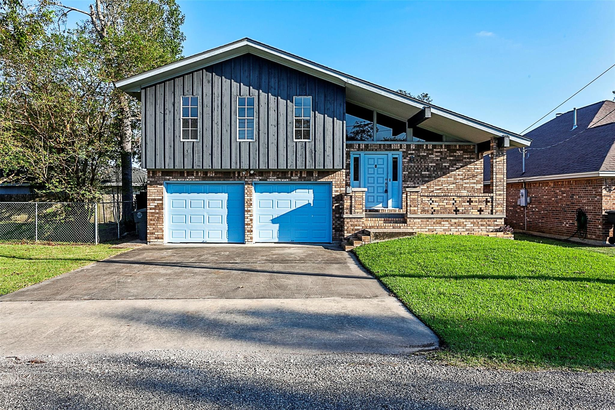 6470 Coolidge Street Property Photo - Groves, TX real estate listing