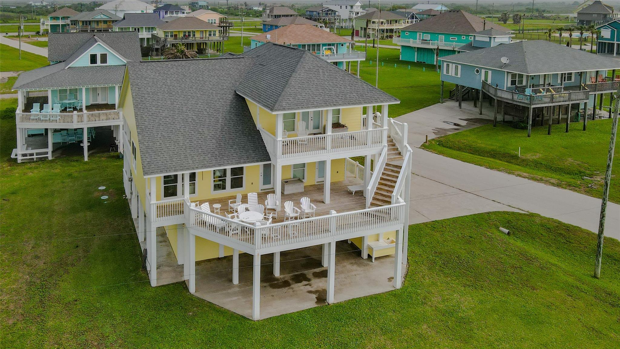 961 Hamilton Drive Property Photo - Crystal Beach, TX real estate listing