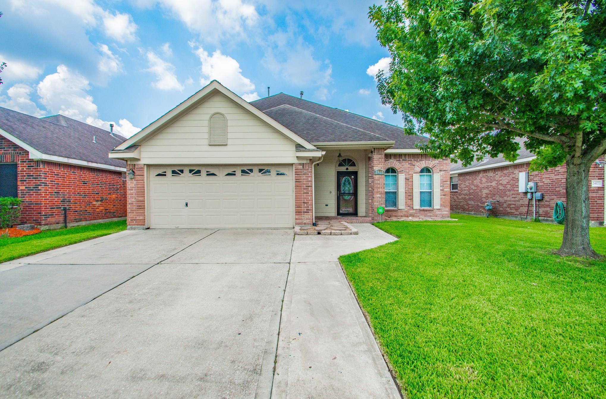 2421 Horseshoe Bend Property Photo - Deer Park, TX real estate listing