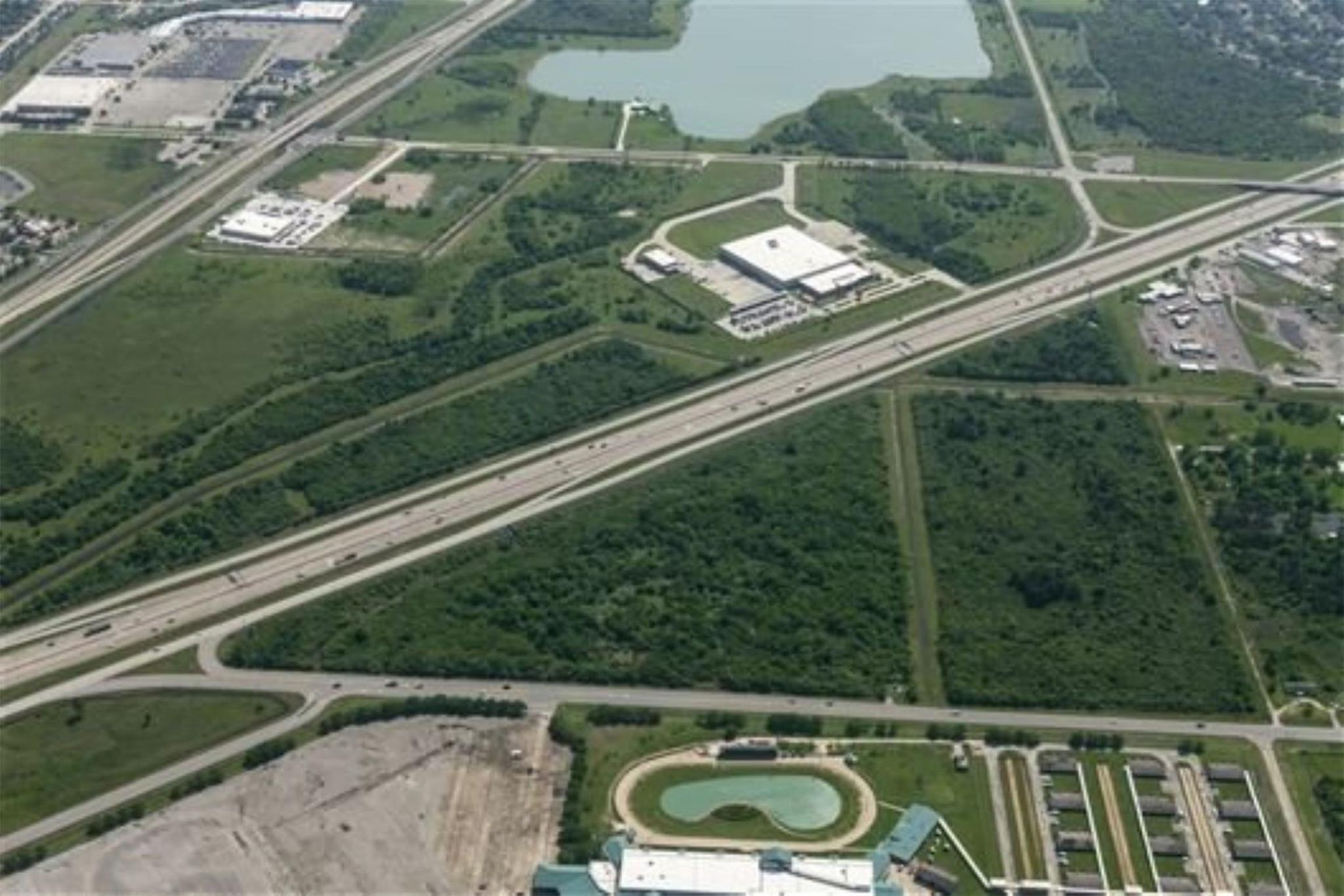 0 Gulf Freeway At Fm 2004 Freeway Property Photo 1