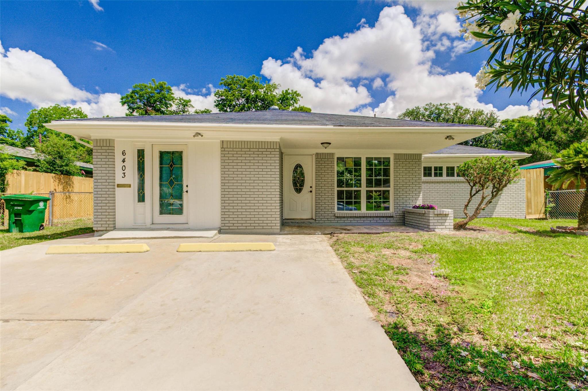 6403 Hirondel Street Property Photo - Houston, TX real estate listing