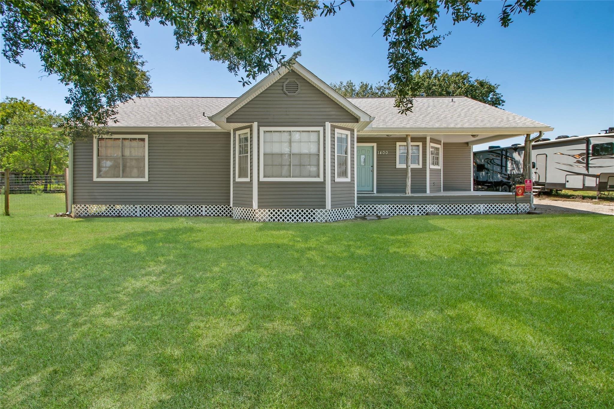 1400 Bayou Drive Property Photo - Bay City, TX real estate listing