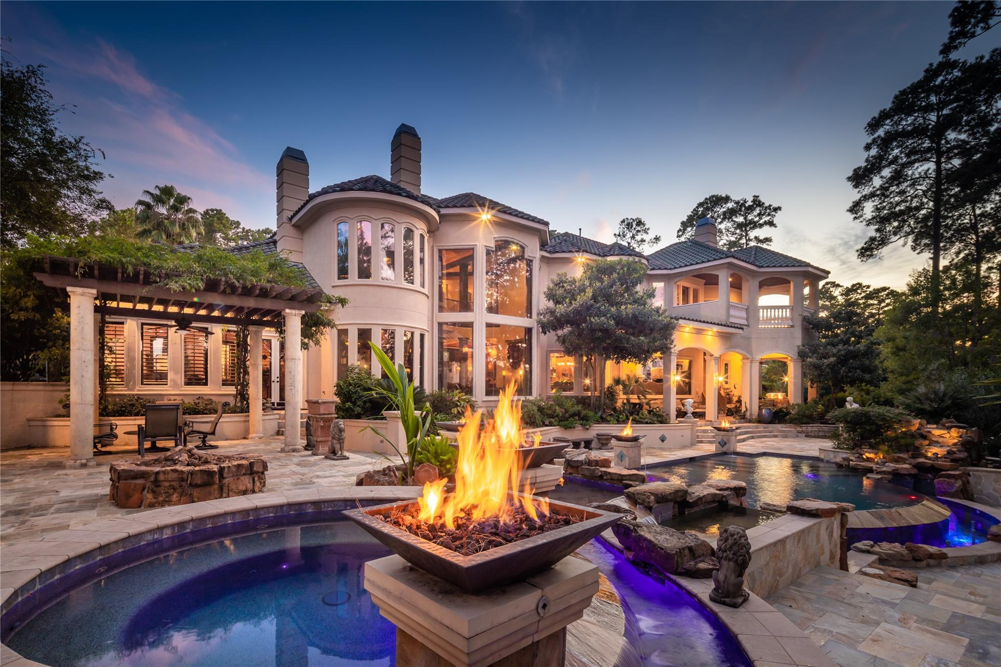 32 Tahoe Shores Court Property Photo - Kingwood, TX real estate listing