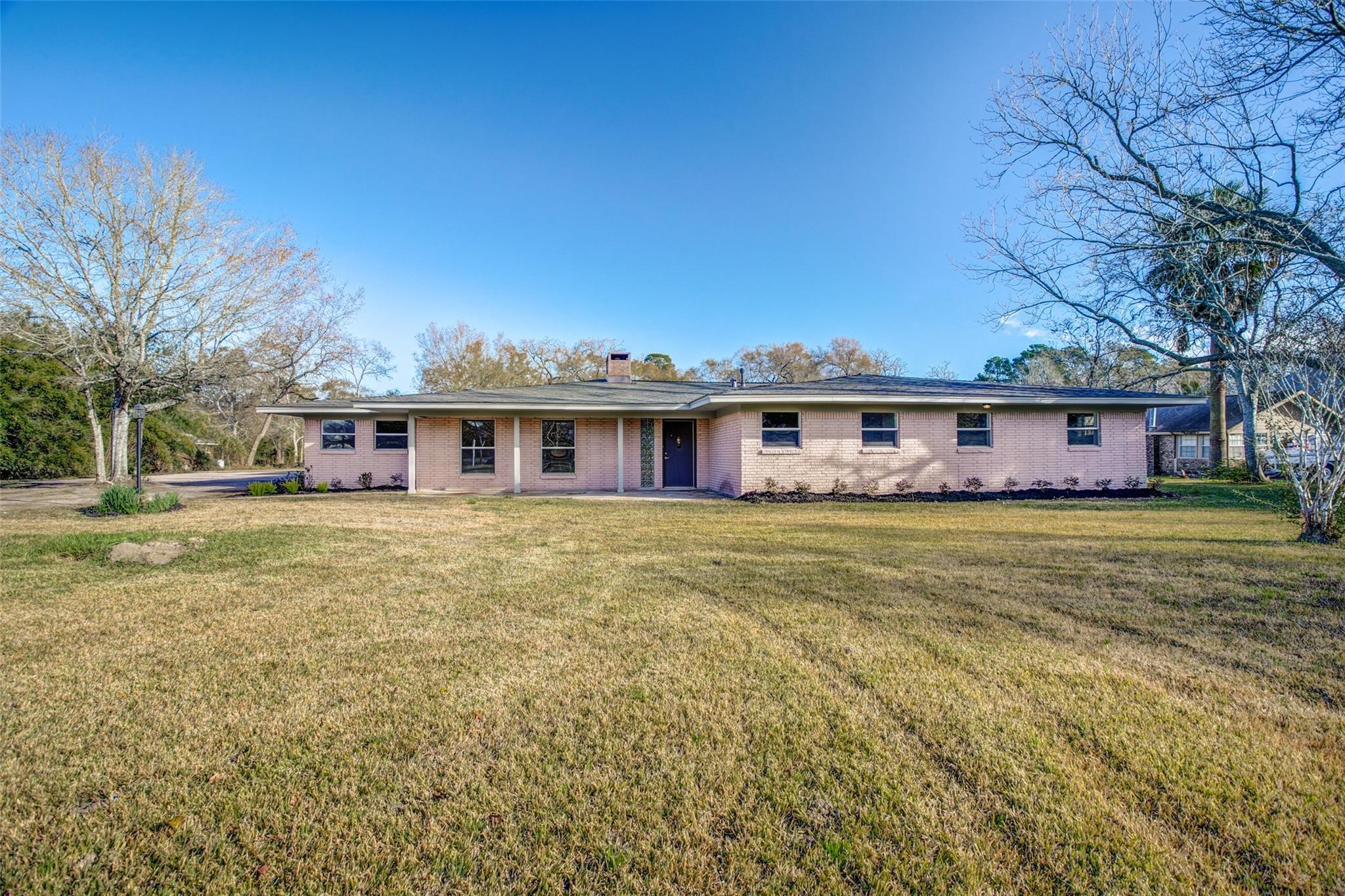1510 E James Street Property Photo - Baytown, TX real estate listing
