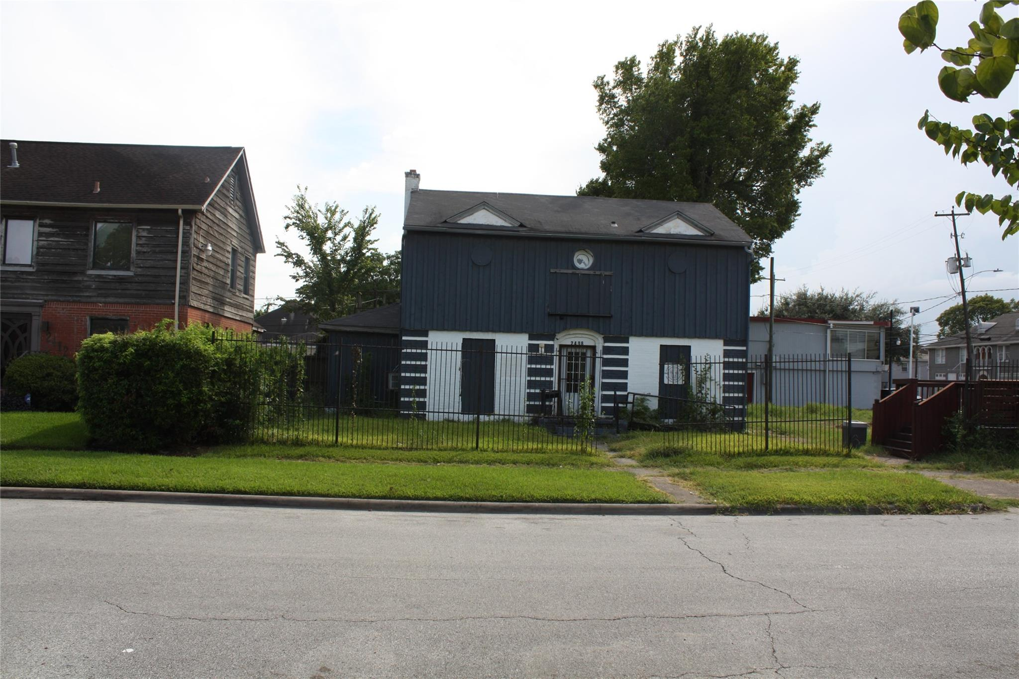2408 & 0 Eagle Street Property Photo 1