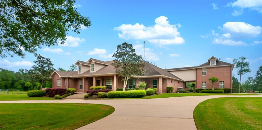 1425 Chocolate Bayou Drive Property Photo - Alvin, TX real estate listing