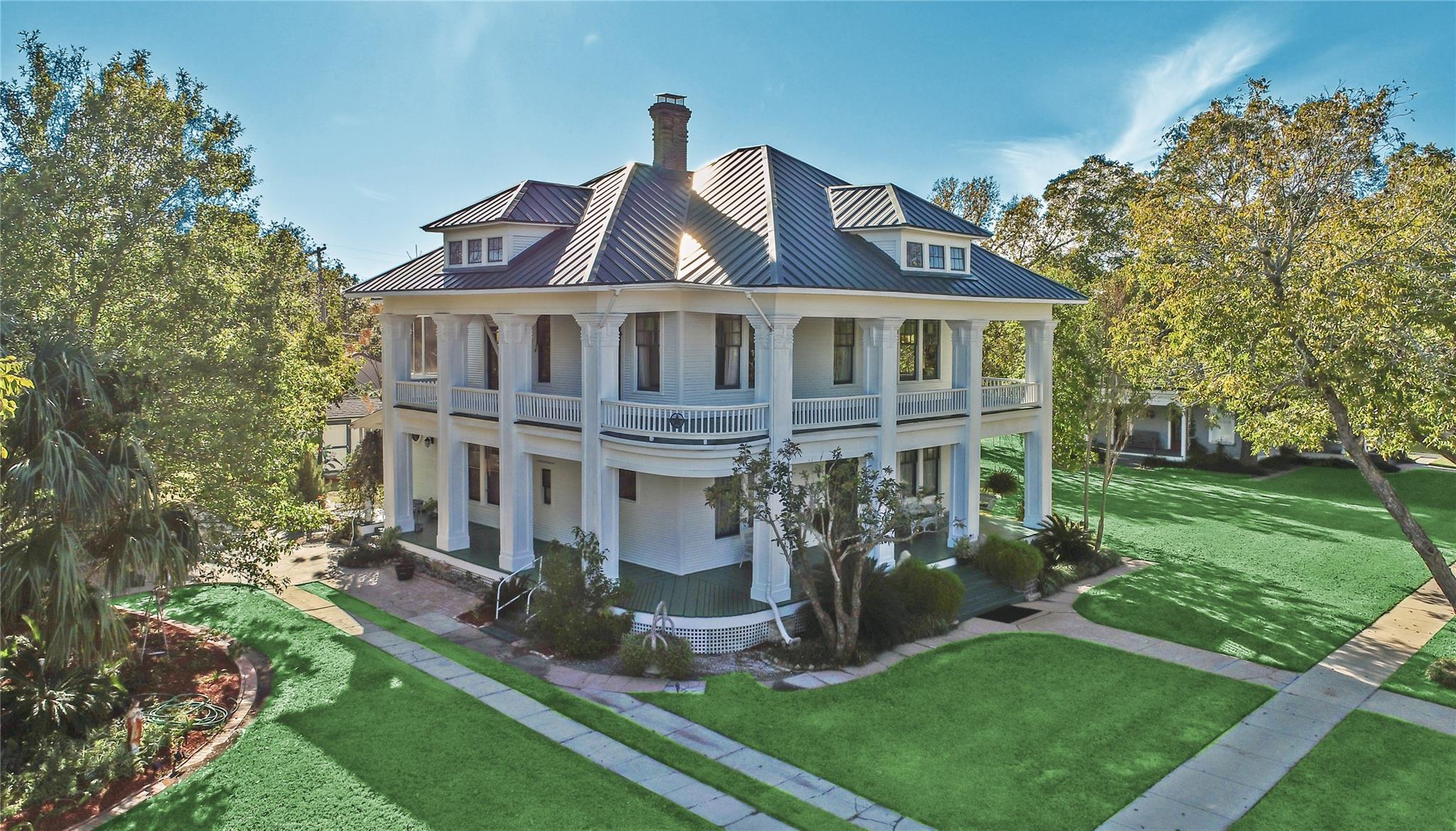 604 W Grand Avenue Property Photo - Yoakum, TX real estate listing