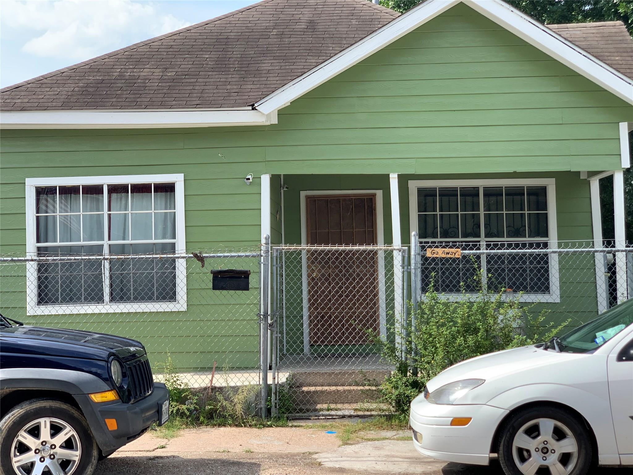 3501 Sarah Street Property Photo