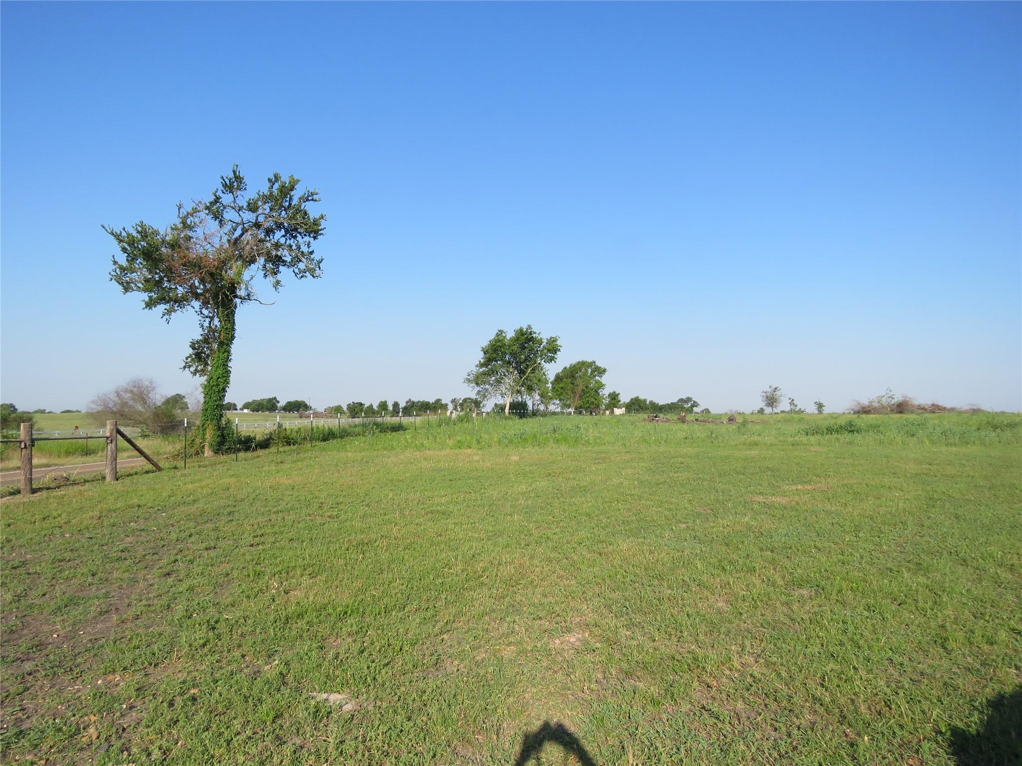 000 F M 1155 East Property Photo
