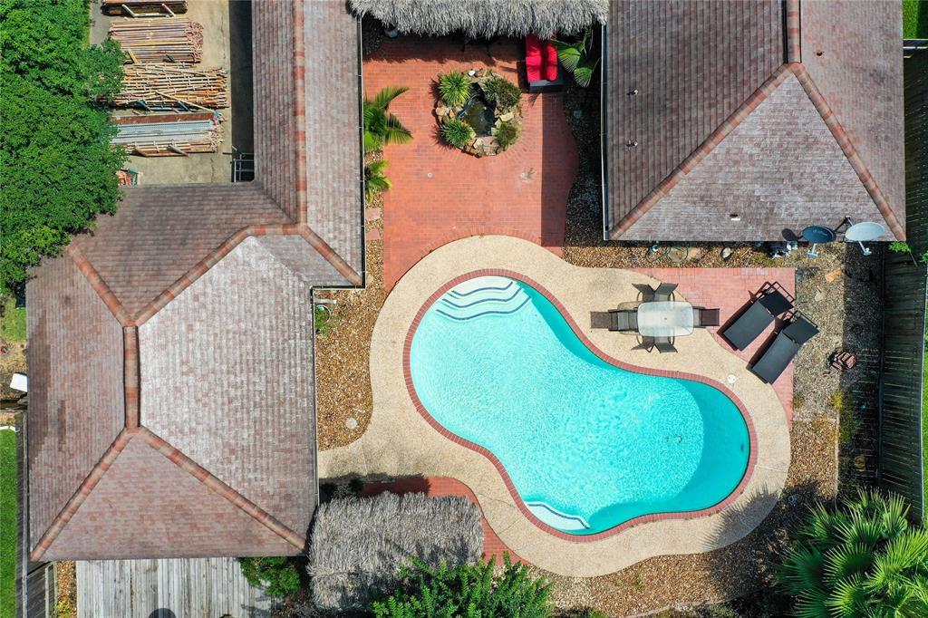 4715 Saint Andrews Drive Property Photo - Baytown, TX real estate listing