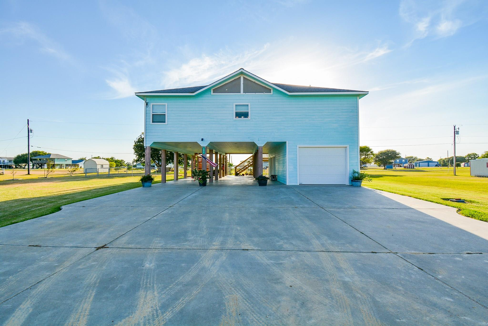 564 Buckskin Drive Property Photo - Palacios, TX real estate listing