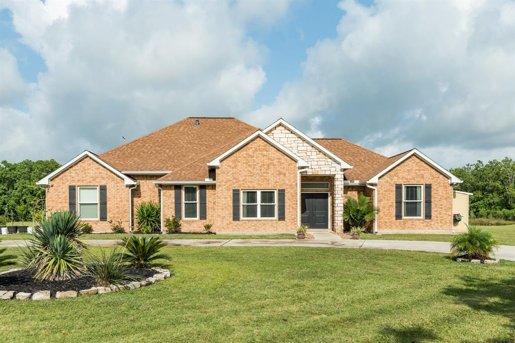4302 County Road 203 Property Photo - Liverpool, TX real estate listing